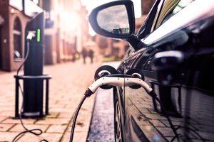 Setor de óleo e gás expressa otimismo diante de ascensão de carros elétricos