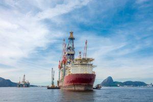 Como o setor de óleo e gás recupera a água utilizada em suas operações?
