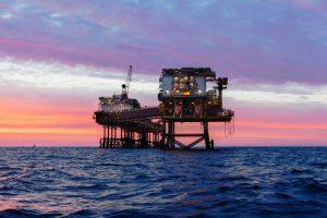 Energia que vem do fundo do oceano: como funciona uma plataforma de petróleo